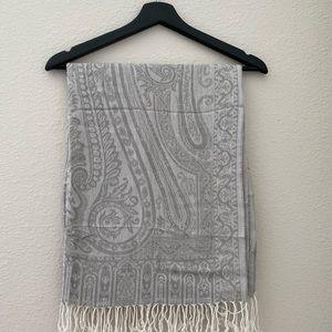 Vintage gray scarf 🧣